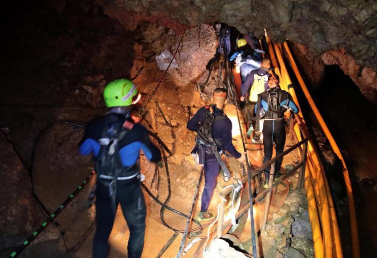OPERATIVO. Del procedimiento de rescate en la cueva en Tailandia participan varios especialistas.