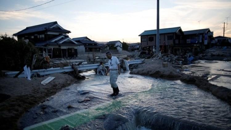Los familiares aun buscan a los desaparecidos (REUTERS/Issei Kato)