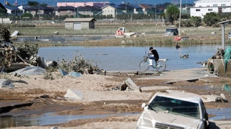 Las lluvias causaron muchos daños económicos y cerca de un centenar de muertos (REUTERS/Issei Kato)