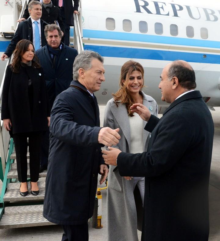 Mauricio Macri es recibido por el gobernador Juan Manzur. (Presidencia)