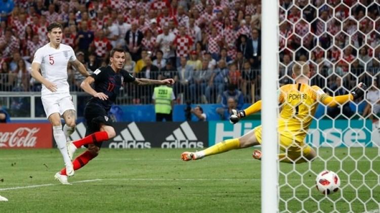 Mario Mandzukicmarcó el segundo gol de Croacia ante Inglaterra(REUTERS)