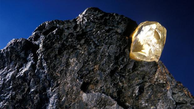 Hallan billones de toneladas de diamantes enterrados en la Tierra