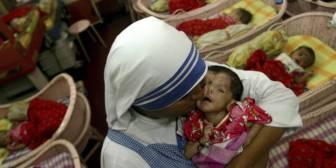 India lanza una inspección de los centros de la Madre Teresa por sospecha de tráfico de bebés