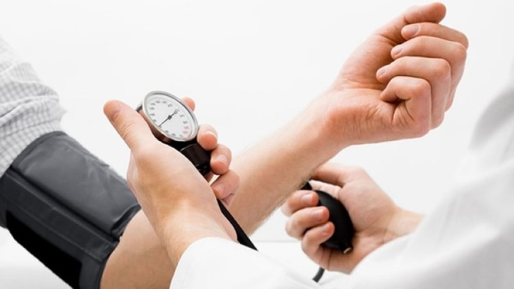 """Si la hipertensión ha sido controlada el paciente puede tratar de disminuir el zumbido mediante medicamentos especiales que ayudan a la circulación y que, en algunos casos, han tenido """"buena respuesta"""""""