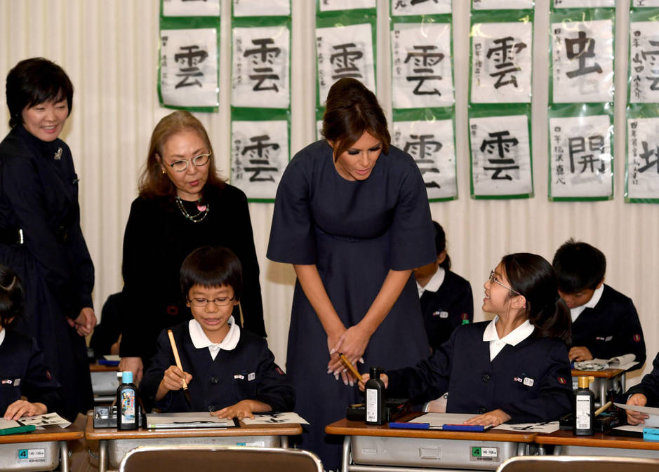 Melania Trump visita un colegio japonés, en noviembre del año pasado. (Reuters/Toshifumi Kitamura Pool)