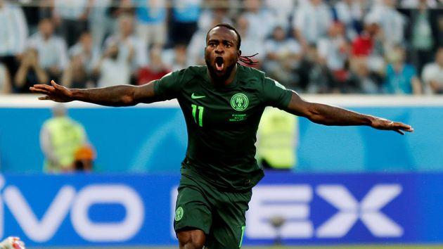 Victor Moses anunció el retiro de la Selección de Nigeria a los 27 años