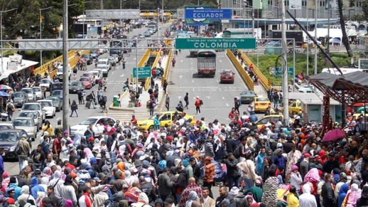 Cada vez son más los venezolanos que ingresan a diario a Ecuador (Reuters)