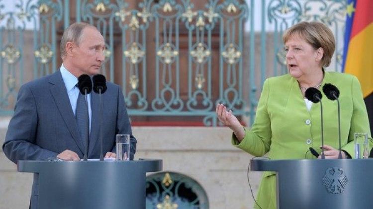 Putin y Merkel discutieron sobre la guerra en Siria y la crisis en Ucrania (Reuters)