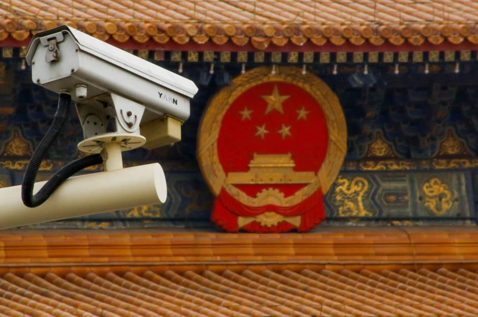 Una cámara de vigilancia en la plaza Tiananmen de Pekín, en marzo de 2018. (Reuters)