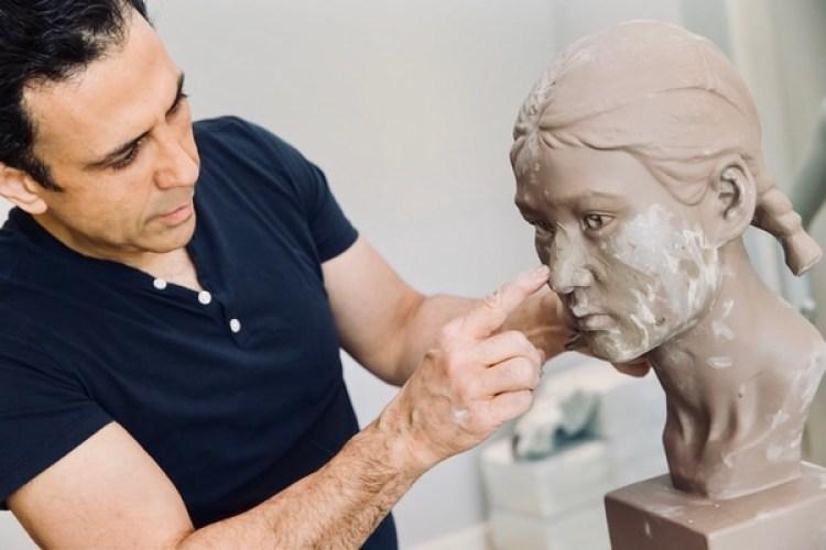 El Dr. Ourian suele aproximarse a sus pacientes con la visión de un escultor, en busca de la simetría perfecta
