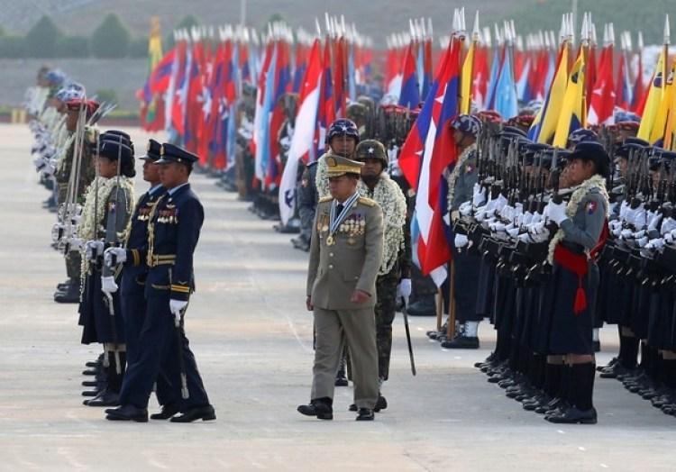 Min Aung Hlaing durante un desfile militar en la capital Naypyitaw,Birmania (REUTERS/Stringer)