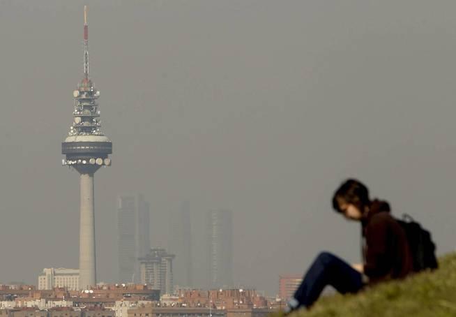 Madrid, cubierta por una densa capa de contaminación (EFE/Juanjo Martín)