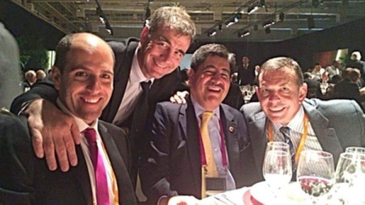 Sergio Jadue, Alejandro Burzaco y Luis Bedoya posan junto al paraguayo Juan Ángel Napout