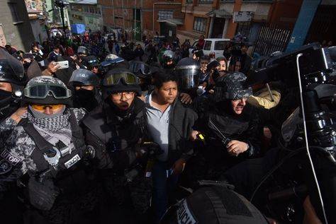 El presidente de Adepcoca, Franklin Gutiérrez, cuando fue aprehendido por la Policía. Foto: APG
