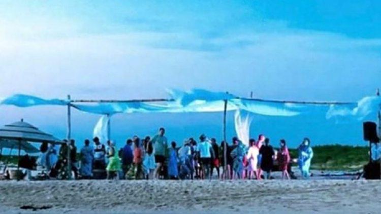 Una de las imágenes que se publicaron en las redes sociales: se ve a las personas bajo un gazebo en la pequeña isla reservada para la reproducción
