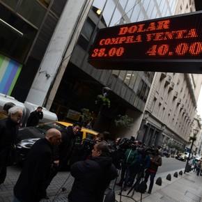 En fotos: La escalada del dólar en un año, de 17 a 40 pesos