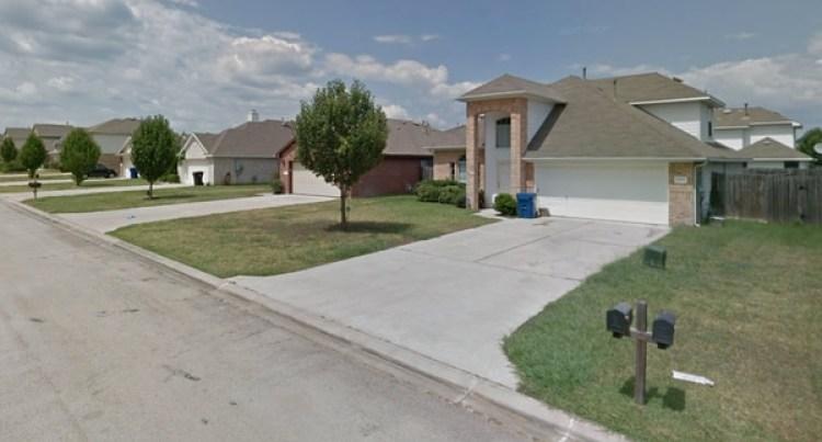 En algunas de estas casas del vecindario de Sunrise Ranch fue donde tocó varias puertas de madrugada la mujer que dice haber sido víctima de agresión sexual