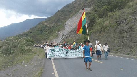 La marcha de cocaleros en la población de Florida en el municipio de Yanacachi.