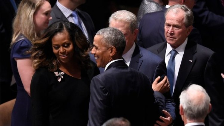 Michelle Obama, Barack Obama, Al Gore y George W. Bush en el funeral (AFP)