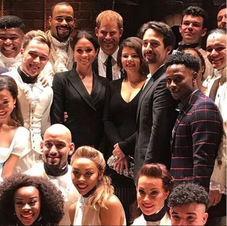 """Meghan Markle y el príncipe Harry junto al elenco de """"Hamilton"""" (Instagram Harry_Meghan_Updates)"""