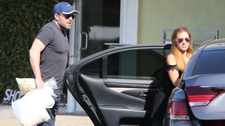Ben Affleck con Christine Ouzounian (Grosby Group)