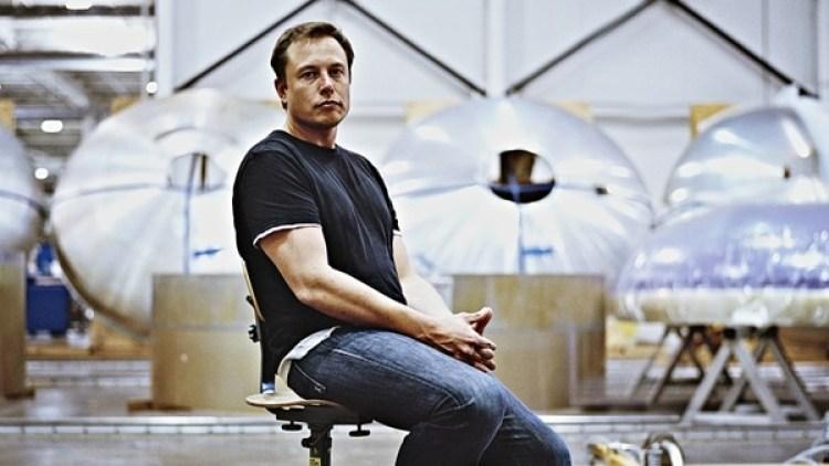 El emprendedorde Tesla y SpaceX, ambicioso y polémico, se permite extravagancias en su planta.