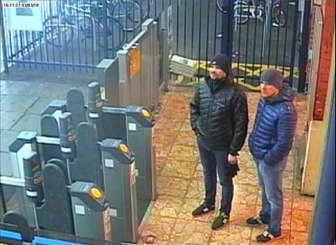 Imagen de los sospechosos en la estación de tren de Salisbury el 3 de marzo