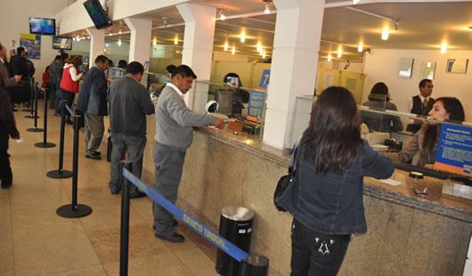 Clientes del sistema bancario nacional.
