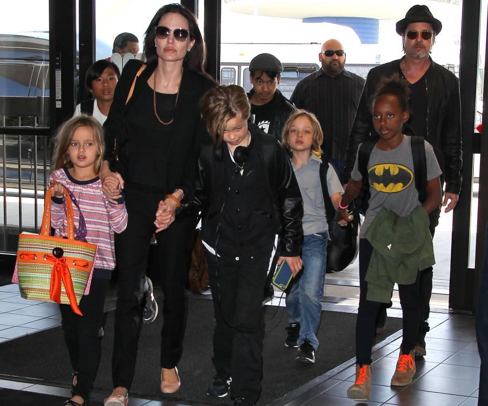 Los actores con sus hijos en 2015.