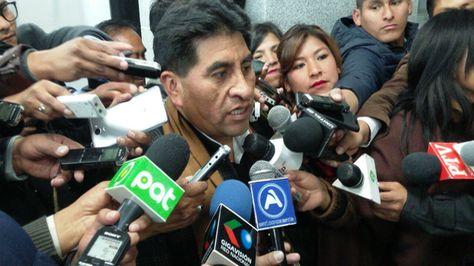 El ministro César Cocarico se refiere al conflicto con los productors de coca de La Asunta. Foto: Ángel Guarachi