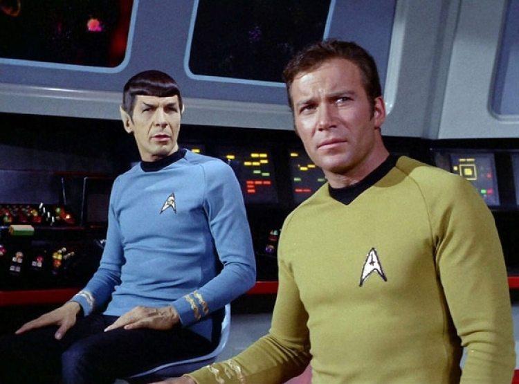 """Leonard Nimoy como Spock y William Shatner como el capitán T. Kirk en """"Star Trek"""" (CBS via Getty Images)"""