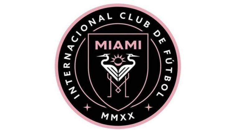 El escudo en es negro, rosa y blanco