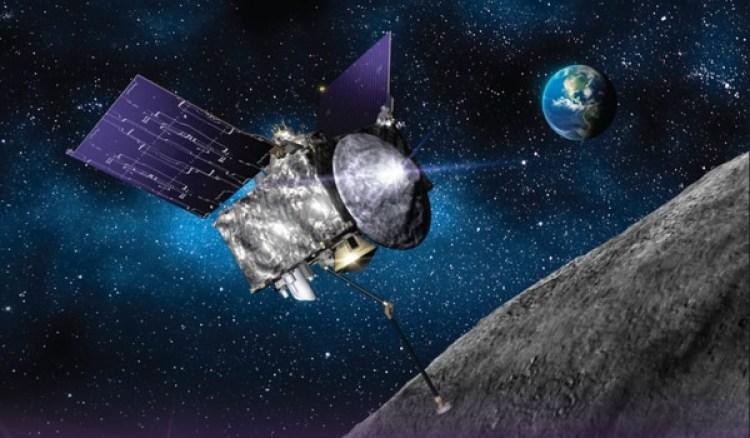 Recreación artística del vehículo espacial OSIRIS-REx sacando una muestra de materia de un asteroide para traerla de vuelta a la Tierra en septiembre de 2023