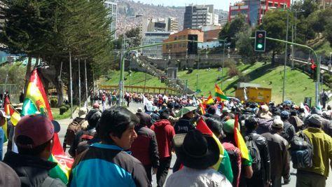 La marcha de los cocaleros de los Yungas llegó este lunes a La Paz tras ocho días de caminata. Foto: Ángel Guarachi