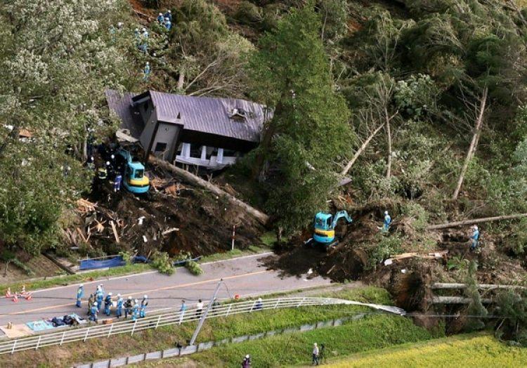 Otra de las casas dañadas por el terremoto en Atsuma (Reuters)
