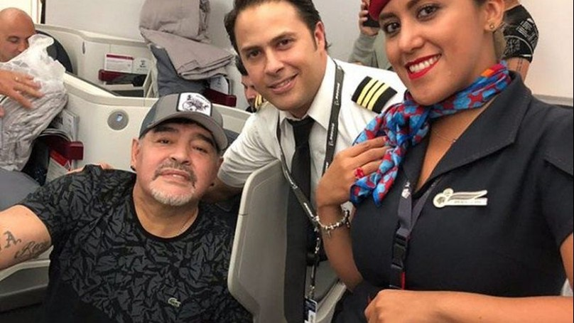 Maradona llegó a México de buen ánimo para hacerse cargo de los Dorados