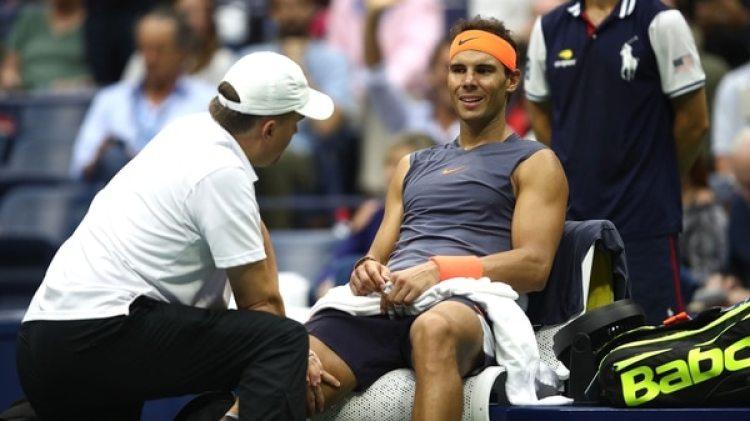 Nadal sufrió una lesión en la rodilla derecha que lo podría alejar al menos un mes de la actividad (AFP)