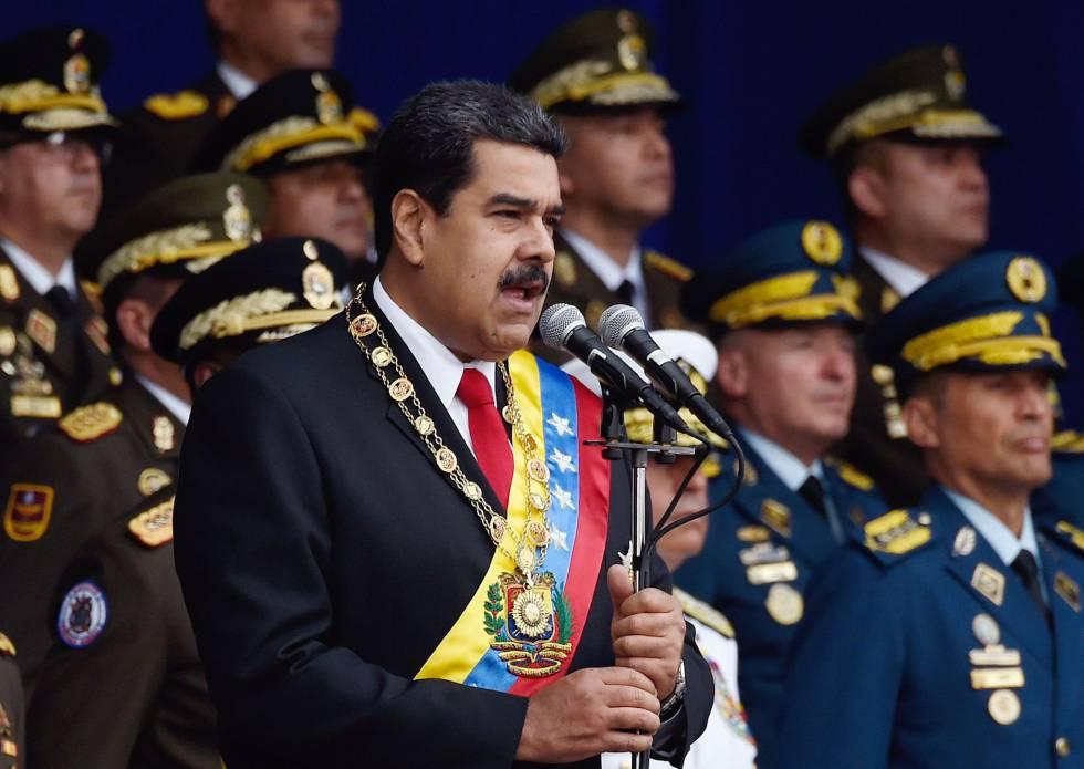 El presidente de Venezuela, Nicolás Maduro, acompañado de mandos militares en el desfile del pasado 4 de agosto, cuando sufrió un intento de atentado.