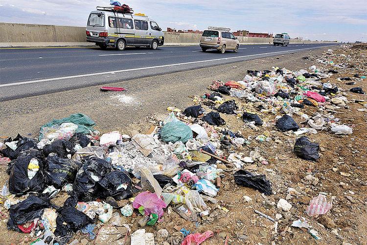 Contaminación de la vía con dirección a Copacabana. Foto: Pedro Laguna