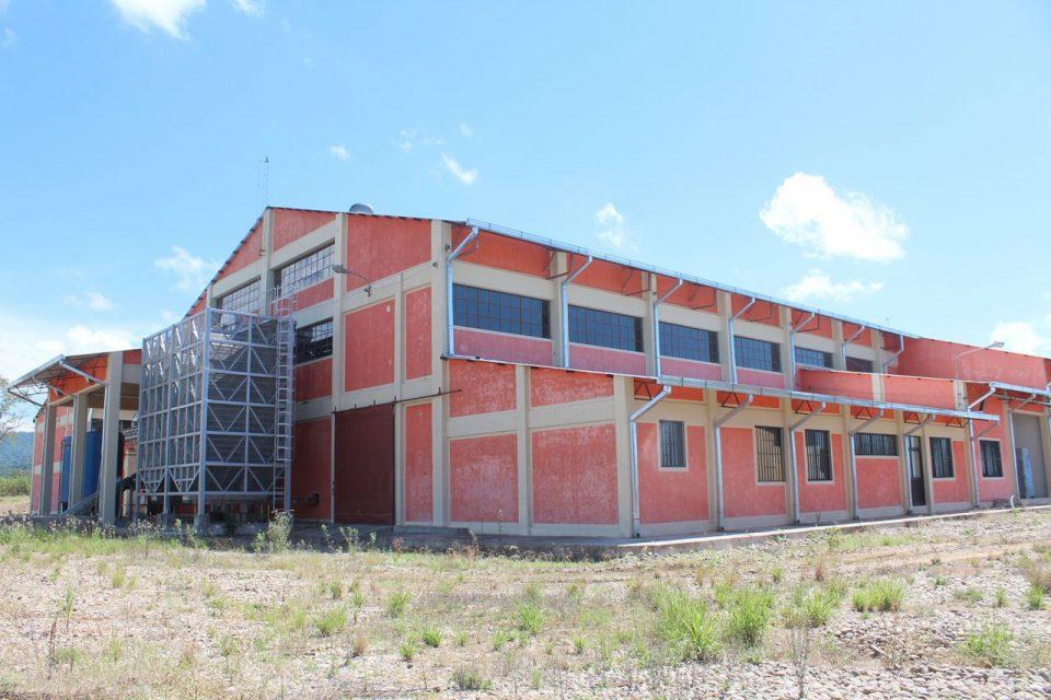 Denuncian la paralización de las obras de la planta de cítricos en Bermejo por falta de dinero