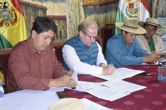 El gobernador Oliva firma convenio con el alcalde de Padcaya para ejecutar 9 proyectos
