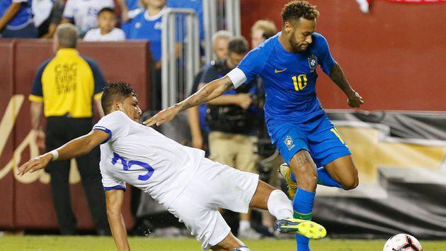neymar explota contra el arbitraje en el brasil el salvador