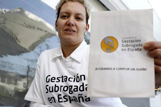 En España hay polémica a causa de la gestación subrogada (EFE/Eliseo Trigo)
