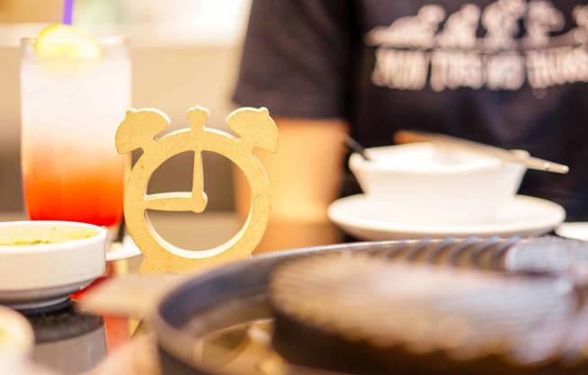 Una persona desayuna en un restaurante (iStock)
