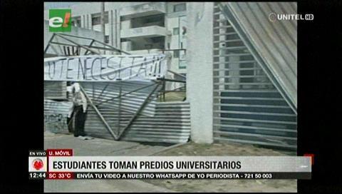 Continúa la toma de la Uagrm por estudiantes exigiendo carga horaria