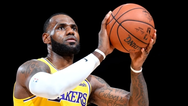 LeBron James pierde en su debut con los Lakers