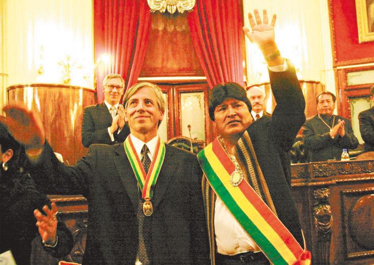 Periodo. Evo Morales y Álvaro García juran ante el Congreso en 2005.
