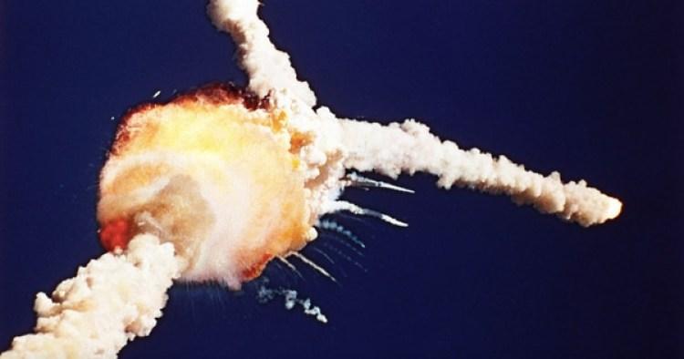 El transbordador Challenger explotó en el despegue en 1986, matando a sus siete tripulantes. El Columbia estalló al regreso de su misión, en 2003 (BRUCE WEAVER/AP PHOTO)