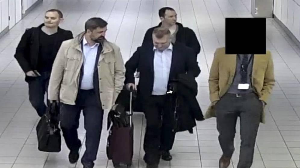 Foto: Los operativos rusos detenidos, a su llegada a Holanda. (Fuente: Ministerio de Defensa holandés)