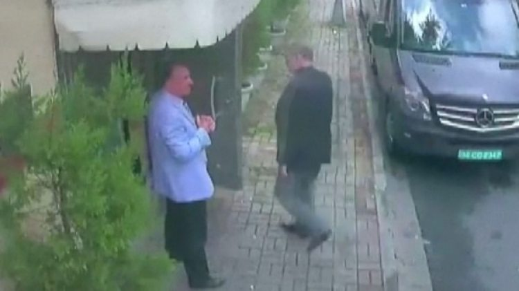 El momento en el que Khashoggi ingresa al consulado saudí en Estambul. Según Turquía un comando secreto lo asesinó y lo desmembró